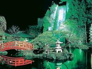 400坪の和風庭園は夜になるとライトアップ。幻想的な風景を・・・・
