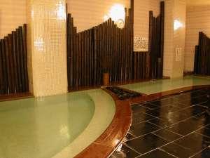 ●竹炭風呂「守の湯」●あつ湯・ぬる湯があり、静かな雰囲気と、竹炭のいやしパワーでゆっくり楽しめる