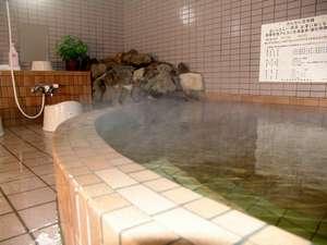 源泉100%掛け流し。15:00~9:00まで入浴可能