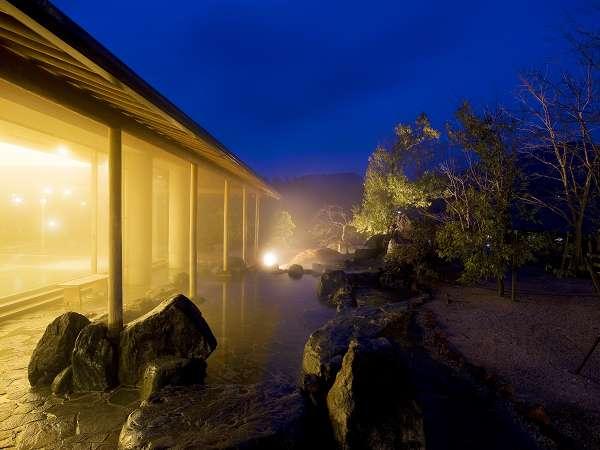 露天風呂は夜 朝風呂がおススメです。静かなときをお過ごしください