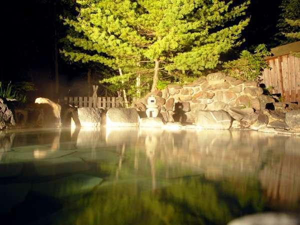 夜の草原の湯