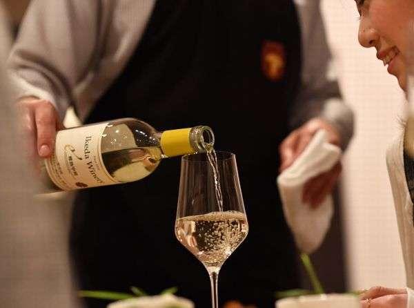 ソムリエエクセレンス厳選の山梨ワインも魅力