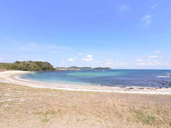 *大浜海水浴場/当館より徒歩3分。煌めくコバルトブルーが眩しすぎる。島旅行を存分にお愉しみ下さい。