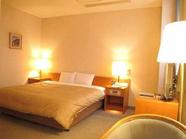 デラックスダブル。ベッドは幅190センチのキングサイズ。