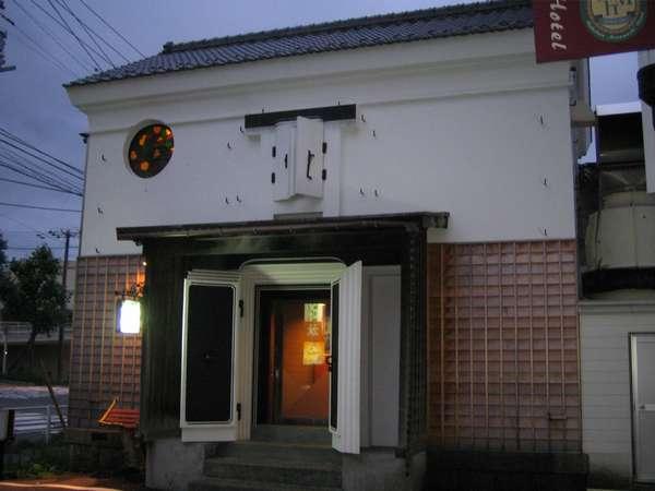 明治42年 築100年 旧桂久蔵邸(当時の豪商)の蔵の離れ/2階-洋客室 1階-和客室