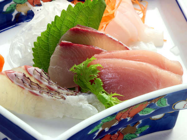 獲れたて魚介のお刺身は身が締まって新鮮!壱岐焼酎ともよく合います♪