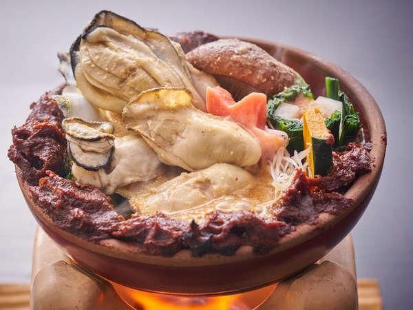 【牡蠣プレミアム一品料理】広島の冬といえばこれでしょ!カキの土手鍋。