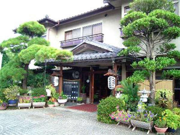 外観/静かな雰囲気と名物料理・鴨料理が自慢の和風旅館。