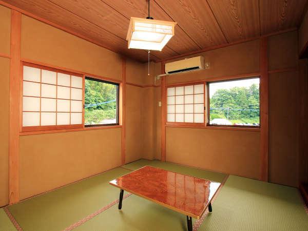 客室【6畳】 リニューアルで畳も張替済みの清潔な客室です。