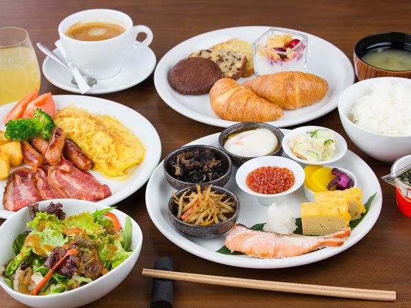 朝食はおかわり自由。お気軽に申し付けください。