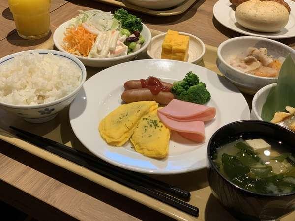 【朝食バイキング】朝食メニューの一例です。和洋バイキングでお好みのものをお召し上がり下さい。