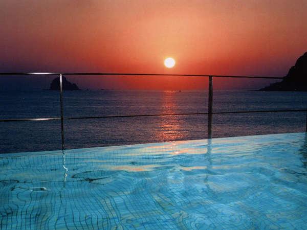 【大浴場~露天風呂~】相模灘から上る朝日