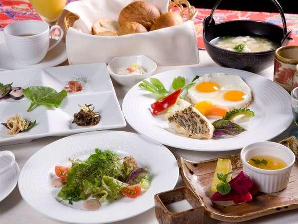 連泊でも日替わりでお楽しみ頂ける、オーガニックなコース仕立てのご朝食で、1日の【元気の源】に!