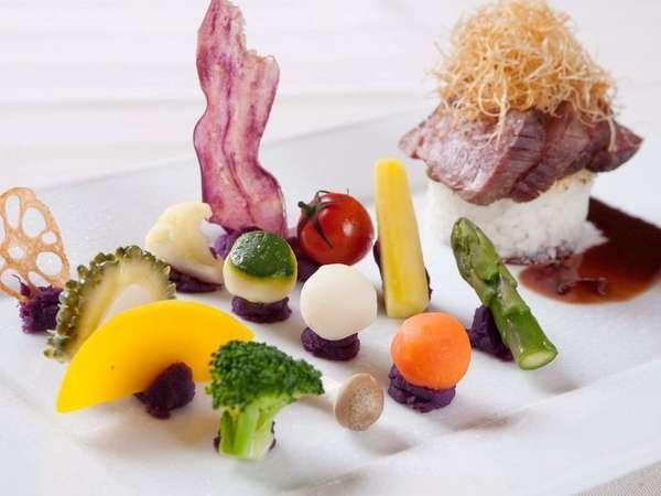 石垣牛のステーキをひきたてる有機野菜の数々は、目と舌でお楽しみ頂けます。