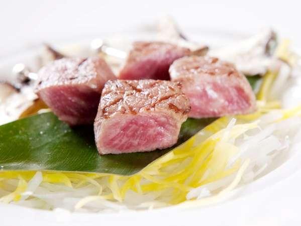 A5ランクの石垣牛サイコロステーキ。