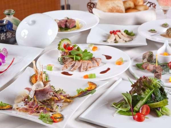 自然の美味しさをそのまま表現する和洋折衷のフルコースディナーで素材本来の味をご堪能下さい。