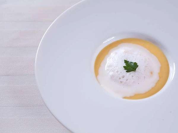 素材の味を活かすシンプルな創作料理をご提供致します。