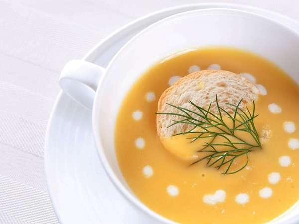 ご朝食には、県産野菜をふんだんに使用した日替わりポタージュをご賞味頂けます。