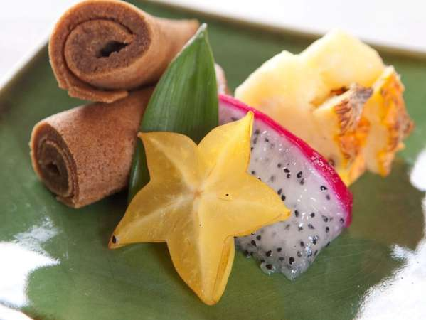 ご朝食のデザートには、沖縄ならではのお菓子やデザートをお楽しみ頂けます。