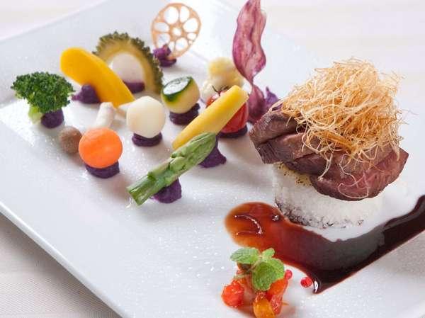 自然の美味しさをそのままに表現した目と舌で楽しめる創作料理の数々。