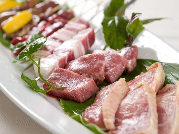 自家産純血アグー豚と自家産黒地鶏は、ここでしか味わう事のできないオリジナルの絶品食材。