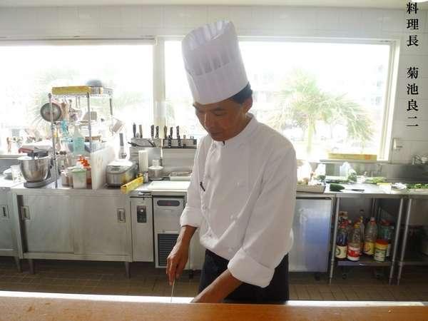 素材の持ち味を活かし、沖縄の食の思い出作りを菊池料理長が技と真心込めたプレミアムディナーでおもてなし