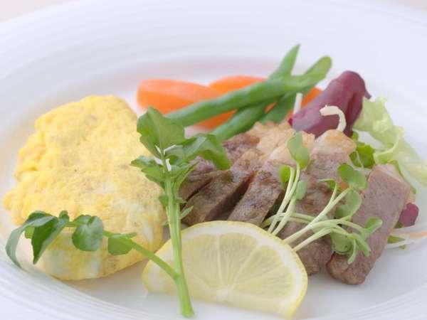 オーガニックなコース仕立ての朝食は、メイン料理をお好きな食材から選べる事ができる嬉しい内容盛り沢山!