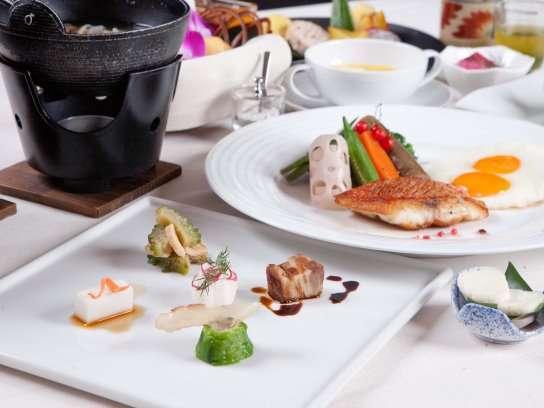 ご朝食には、我々自慢のコース仕立てのオーガニックなお料理の数々をお楽しみ頂きます♪