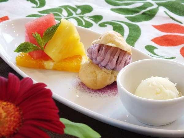 デザートは、自家産の食材と南国フルーツを織り交ぜた、スペシャルスイーツでおもてなし。