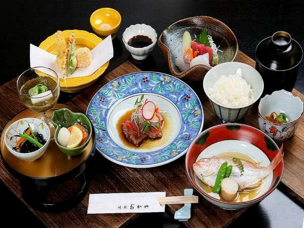 【2食付】夕食は日本料理『おかや』で郷土料理を堪能◇朝食バイキング付き