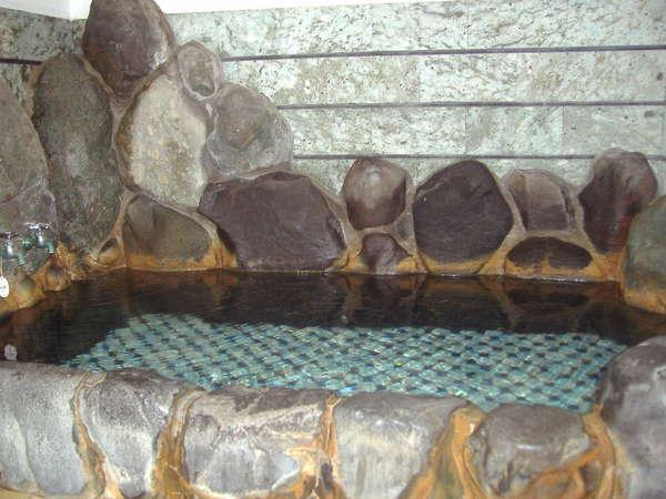 24時間入浴可能な天然温泉。身体の心まで温まります。