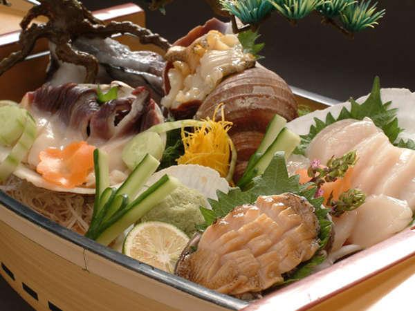 【函館・旬の一品つき】北海の魚貝を食べ尽くす「活貝づくし舟盛り付き」和食会席膳