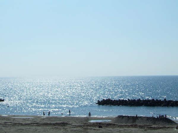 *当館から眺める日本海の景色。朝陽に光る海を見ながらお散歩しませんか?