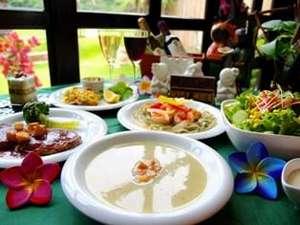美味しいと評判の食事(一例)エキゾチックなバリダイニングで非日常ディナー。