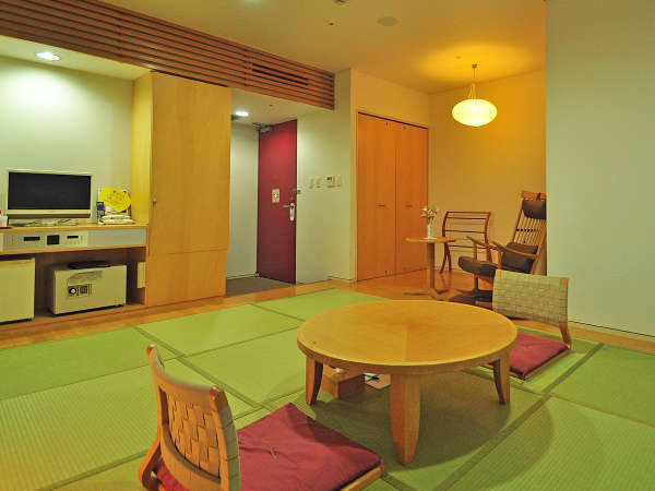 【和室】琉球畳を利用したモダンな客室です。