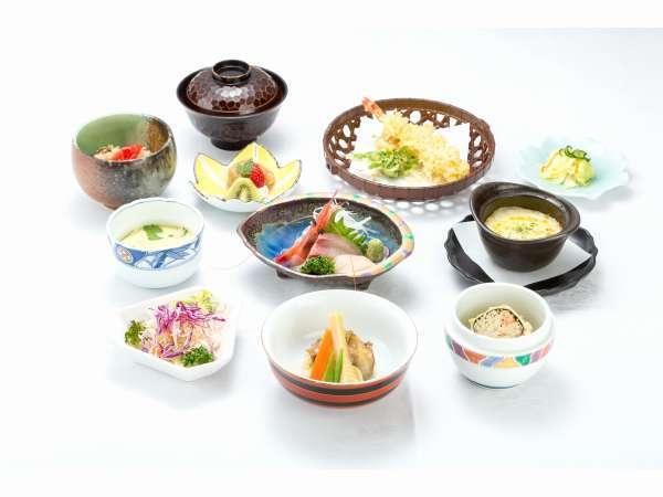 和食会席膳【3500円税別】一例。一品、一品、心を込めて手作りしています。