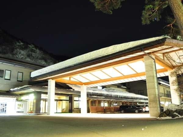 山水館玄関 冬の夜景もナカナカです♪