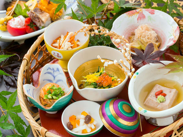 """四季を愛で、届ける――。口に含むたびに""""喜びと発見""""があふれる、当館ならではの【食の芸術】"""