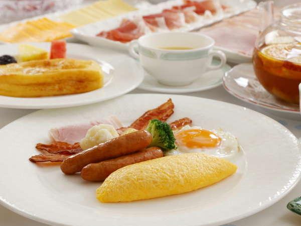 朝食 シェフが目の前で作る玉子料理 お好きなトッピングで、お客様のお好みに仕上げます。