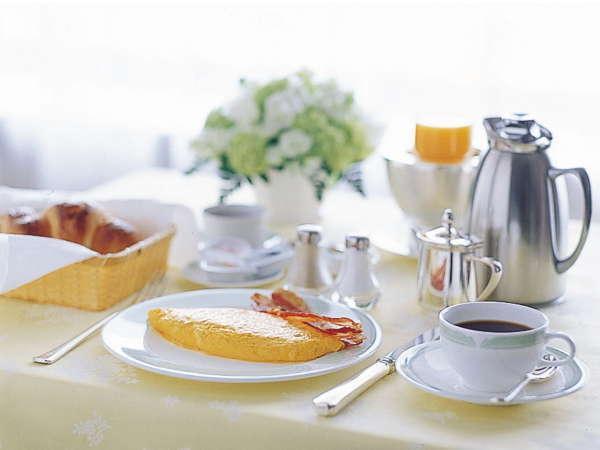 ルームサービス朝食。神戸の美しい眺望が目の前にプライベートな朝食を。