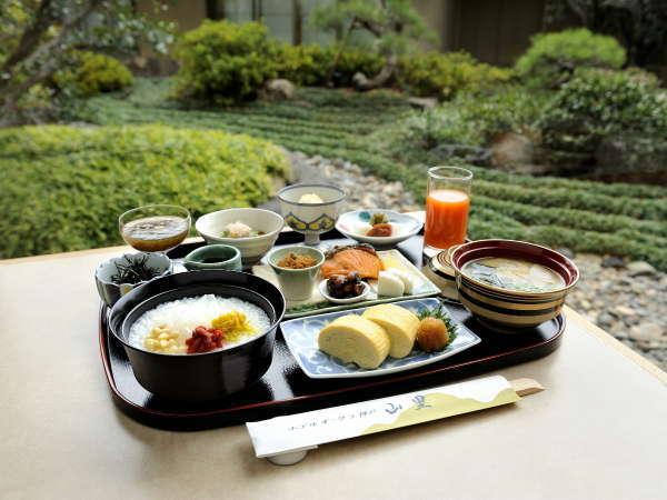 和朝食(1階「和食堂 山里」)※土・日曜日と祝日のみ。