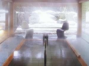 雪見の風庵も情緒たっぷり。温泉はやっぱり冬ですよね。ぜひ貸切利用でこの空間を独り占めして下さい。