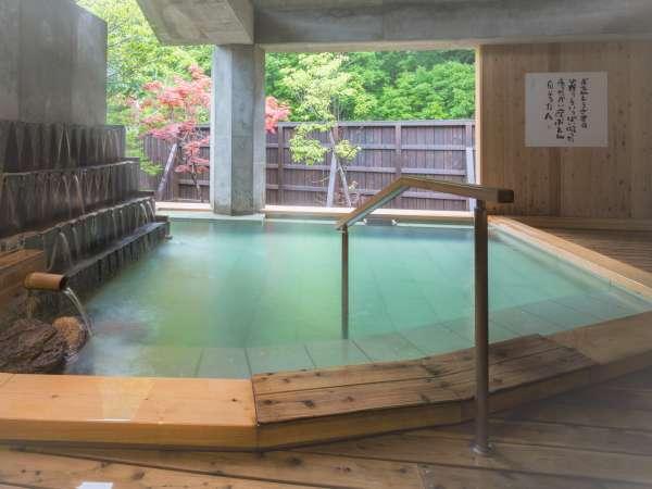 大浴場棟では、四季折々の自然を感じながら温泉をお楽しみください。