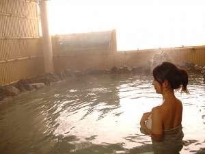 源泉100%掛け流し! 硫黄の香りが心地よい、自慢の露天風呂♪