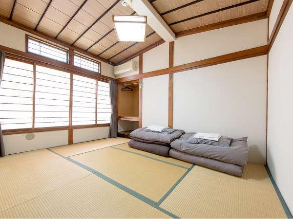 ツイン個室は畳のお部屋なのでゆっくりくつろぐことができます