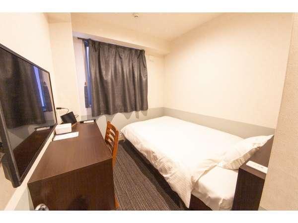 シングル、セミダブルのお部屋です。セミダブルベッドが2台あり、全室ユニットバスです。
