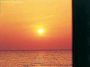 海側のお部屋からは水平線に広がる海を眺められる