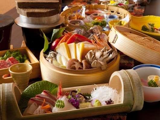 *お食事は個室でゆっくり♪約11品の月替わり会席でお腹も大満足♪富山の山海の幸をご堪能下さい^^