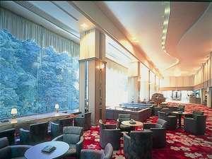 広々としたロビー。ひぜんやは大分県と熊本県にまたがる旅館。ロビーは大分側にあり