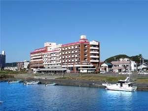太平洋と白浜のシンボル野島崎灯台を望むロケーション 眺望と味覚の宿ホテル南海荘